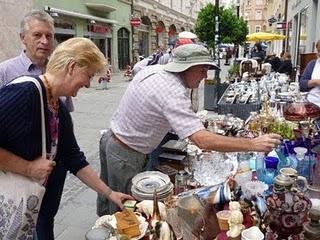 Regensburger Antikmarkt: Flanieren, Feilschen und Genießen