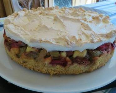 Rhabarberkuchen mit Marzipan und Baiser