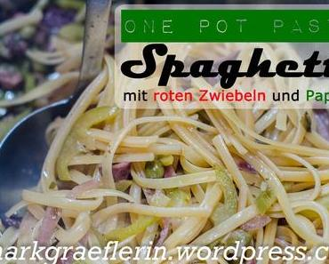 Mein Mann kann – Mittwochspasta: Spaghetti mit roten Zwiebeln, Paprika und Oliven #Feierabendküche #OnePotPasta