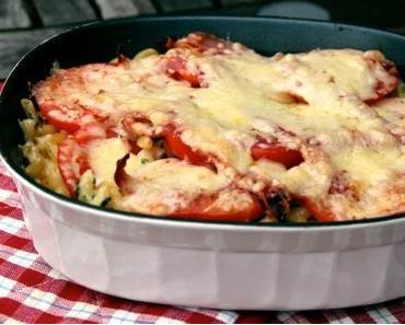 Nudelgratin mit Speck und Tomaten
