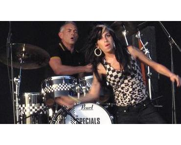 Amy Winehouse tut wieder was sie am besten kann