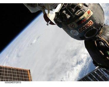 Hurrikan EARL wieder Kategorie 4 - beeindruckende HQ-Fotos von der ISS