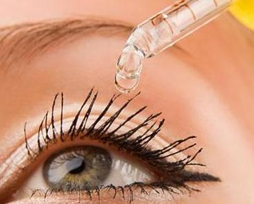 Kontaktlinsen und Augentropfen