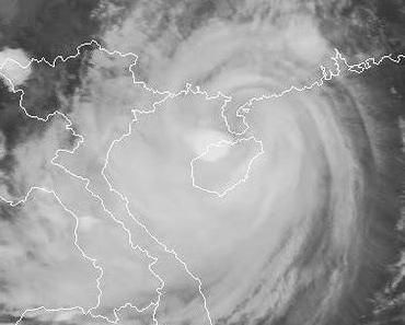 Taifun NESAT erzeugt Sturm- und Hurrikanbedingungen über Hainan, Südchina und Vietnam