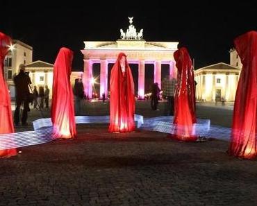 Die Wächter der Zeit auf Tour beim Brandenburger Tor in Berlin. Manfred Kielnhofer