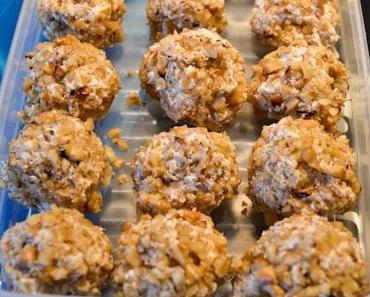 Herbstliche Ideen für's Halloween Buffet Nr. 1: Ziegenfrischkäse-Pralinen mit gerösteten Walnüssen