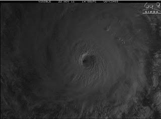 Hurrikan KENNETH Kategorie 4: Erste Satellitenbilder vom 22. November 2011