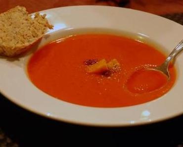 Rote Rüben Karotten Süßkartoffel Suppe und superschnelles Brot