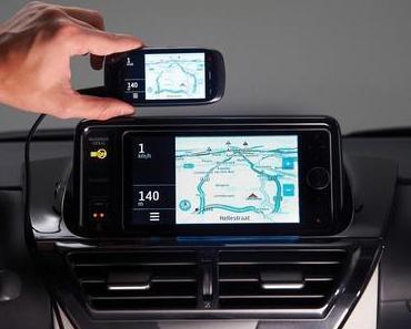 Smartphone als Kommunikationszentrale im Auto