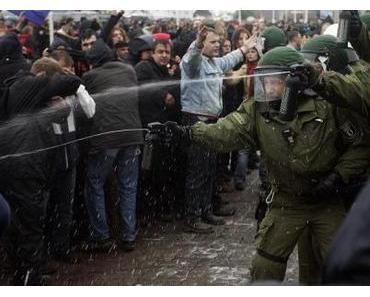 Pfefferspray gegen Demonstranten