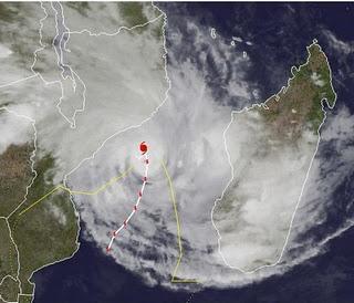 Zyklon FUNSO ist wieder ein Major Hurricane mit gewaltigen Dimensionen