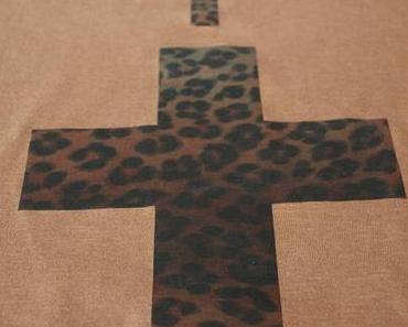 DIY Leo-Kreuz-T-Shirt // Leopard Cross T-Shirt