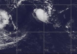 Potentieller Tropischer Sturm 15S (Zyklon JONI) entsteht NE von Rodrigues und Mauritius
