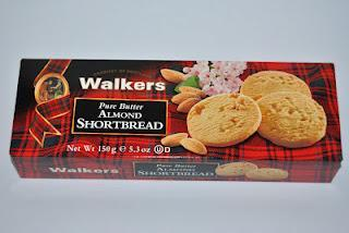 Walkers Almond Shortbread, Orange Viennese Biscuits und Pure Butter Mini Choc Chip Shortbread Rounds