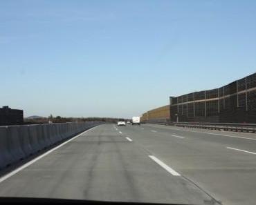 Dacia und Fiat auf der Autobahn