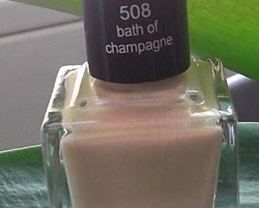 Anny -Nägel im Champagner Bad