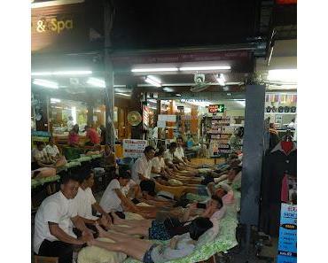 """Bangkok """" schrille Nachtmaerkte, gigantische Palaeste und draengelnde Tuk Tuk-Fahrer"""""""