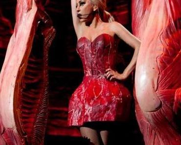 Lady Gaga hat ein neues Fleischkleid und keinen Verlobungsring
