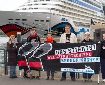 Kreuzschifffahrt in Warnemünde: Protest auf der Port Party