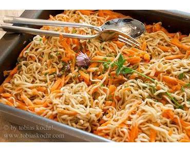Asiatisch-mediterraner Nudelsalat mit Karotten