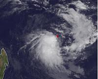 Tropisches Tief 14-S nördlich von Mauritius wird eventuell zum Tropischen Sturm KUENA