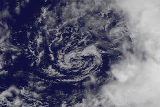 Das Warten auf DEBBY: Zirkulation setzt ein, Hurricane Hunter vor Ort