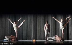 Tanz der Titanen // Goldberg-Variationen – Gods and Dogs am Bayerischen Staatsballett