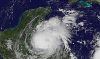 Atlantik aktuell: RICHARD wird kurz vor Langang über Belize zum Hurrikan (mit NASA-GOES-Video)