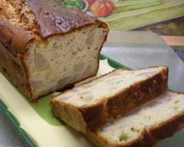 Cake mit Birnen, Roquefort und Haselnüsse