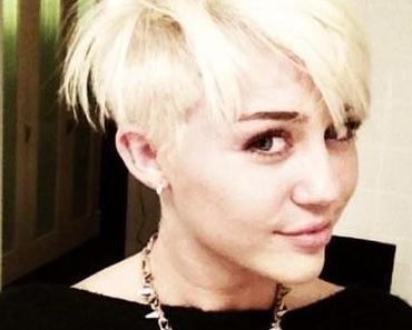 Miley Cyrus überrascht mit platin blondem Pixie-Look