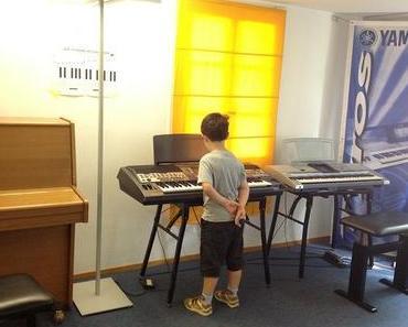 Keyboard: der Grosse besucht die Musikschule