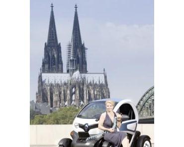 Annette Frier im Renault Twizy