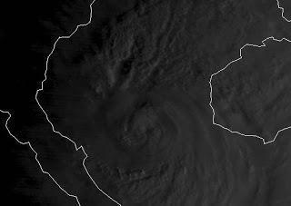 Taifun SON-TINH vor Vietnam entspricht einem Major Hurricane