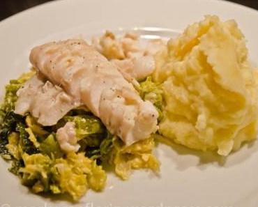 Freitagsfisch: Dorschfilet auf Wasabi-Rahm-Wirsingemüse und Kartoffelpü