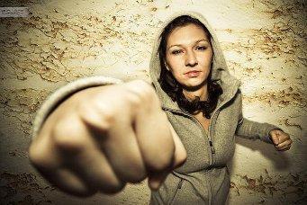 Männer sind gewalttätig. Frauen auch.