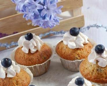 Blaubeer-Muffins mit Toppinghäubchen