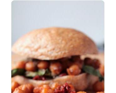 Vegan BLT-Sandwich mit rauchigen Kichererbsen