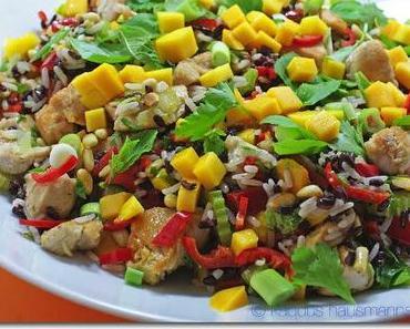 Partysalat: Huhn, Reis, Mango und Kräuter