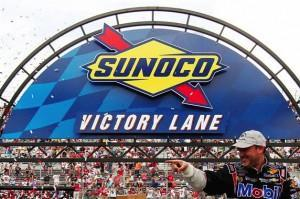 Mit Johnson aus dem Weg. Tony Stewart in Victory Lane in Dover.