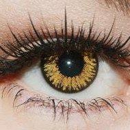 Vorsichtig die Augenbrauen zupfen