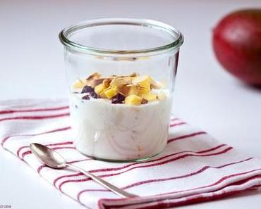 Ich mach' mir einen Joghurt mit Mango, Kokos und Cranberries! Und Ihr so?  Geht ganz easy mit dem Edeka Selbermacher!