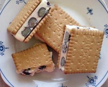 Blaubeer-Cookie- Eis Sandwiches