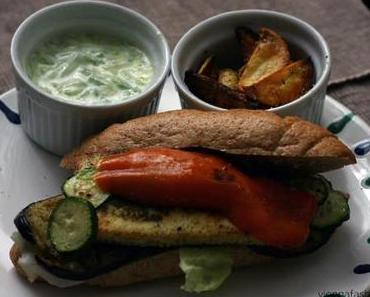 Halloumi-Gemüse-Burger mit Pommes