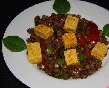 """Hülsenfrüchte für die schnelle Küche auf Vorrat kochen – Mediterraner Linsensalat mit """"Feta""""-Tofu"""