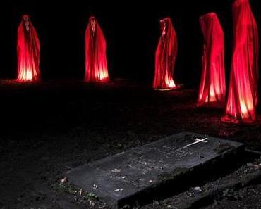 Wächter des Westfriedhofs Stadtlichter Unna Kooperation mit dem Museum für internationale Lichtkunst world of lights contemporary light art show festival lumina kielnhofer waechter guardians