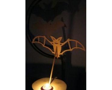 Kostenlose Laubsägevorlage Teelichthalter Fledermaus auf Kürbis
