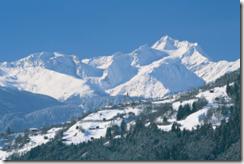 Skifahren für Familien günstig wie nie: die gratis Kinderskiwoche in Tirol