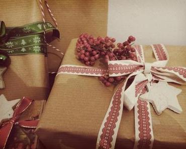 Weihnachtliche Geschenkanhänger aus Ton