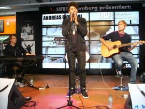 Andreas Bourani Live & Autogrammstunde in Hamburg August 2011