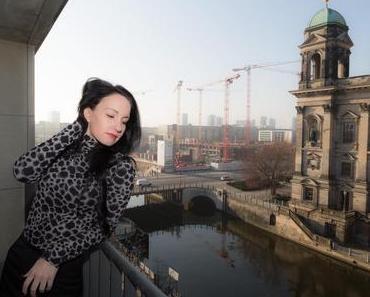 Blick auf den Berliner Dom – Fashionstyling Businesslook